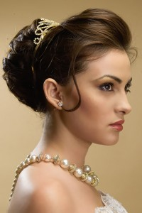 Coafura coc cu tiara