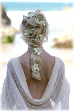 Mireasa Romantica Cu Par Lung Si Flori In Par Ghidul